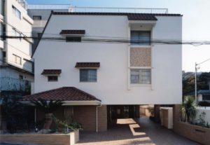 外国人向け賃貸住宅併用シニア住宅の外観写真