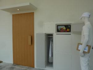 冷蔵庫が外から開く家の写真